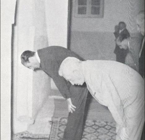 اعلیحضرت همایونی محمد رضا پهلوی به عنوان پیش نماز